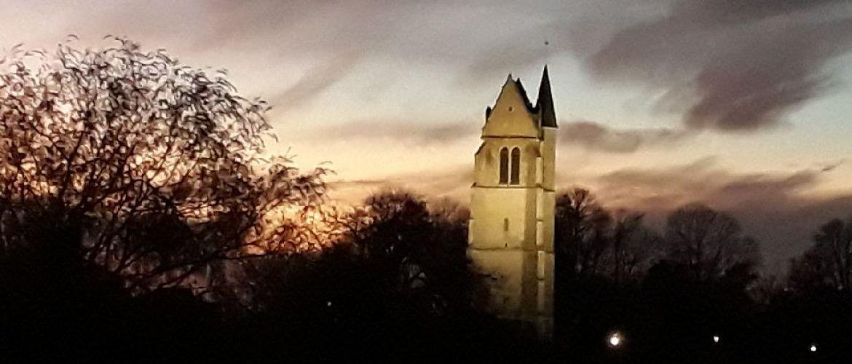 https://www.garancieres-en-beauce.fr/public/Thumbs/Medias/slider/clocher_soleil_w1170_h500_fillfill_1612002107.jpg